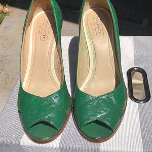 Emerald green heels!
